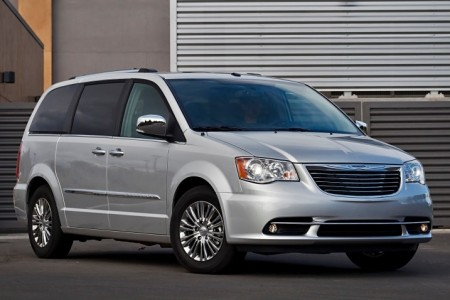 2016_chrysler_town-and-country_passenger-minivan_limited_fq_oem_1_717
